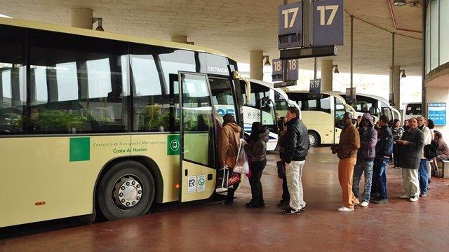 Un autobús del Consorcio Metropolitano de la Costa de Huelva.