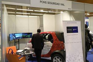 El simulador de realidad virtual One&One de Pons Seguridad Vial permite recrear situaciones reales en la conducción vial