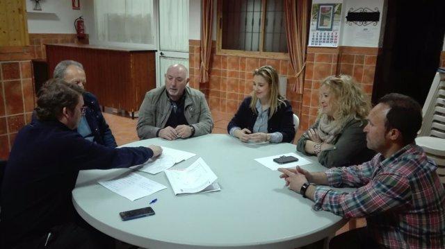 Alcaldesa de Alcalá de Guadaíra y asociación de vecinos de 'Castillo de Alcalá'