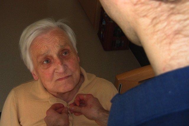 Alzheimer, anciana, dependencia, demencia