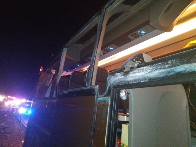 Accidente entre autobús y camión en el Km 250 de la A3 en Villagordo del Cabriel