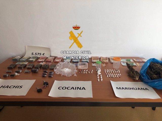 Efectos incautados en un punto de venta de drogas en manilva
