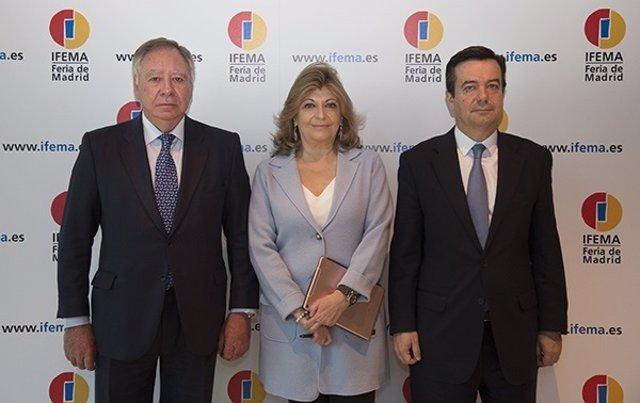 Engracia Hidalgo con el presidente ejecutivo y el director general de Ifema