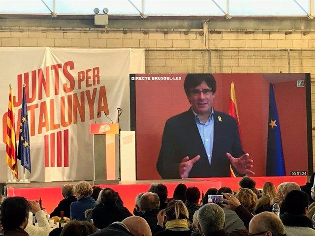 Carles Puigdemont en un acto de JuntsxCat