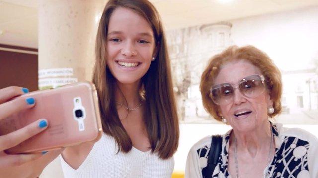 El proyecto 'Adopta un abuelo', ganador de los V Premios al Voluntariado Univers
