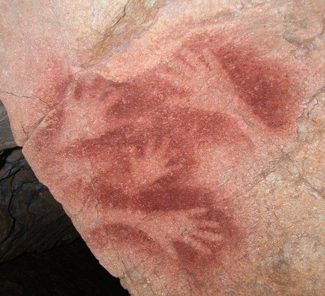 Arte rupestre en la cueva de El Salín (Cantabria)