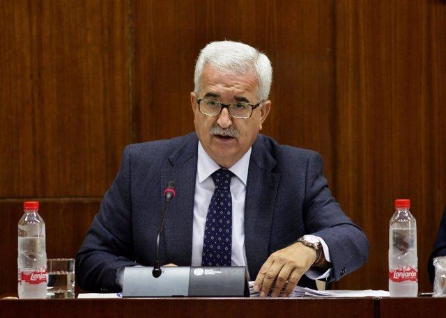 El vicepresidente de la Junta, Manuel Jiménez Barrios, en comisión parlamentaria