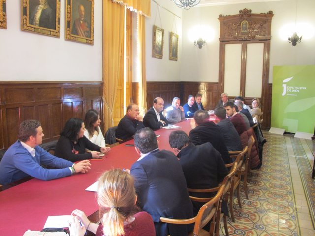 Reunión con los alcaldes para abordar las ayudas