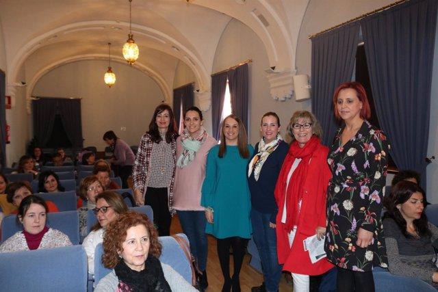 Esther Ruiz y Elena Ruiz (centro) en la inauguración de las jornadas