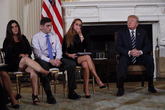 Donald Trump recibe a víctimas del tiroteo de Parkland (Florida)