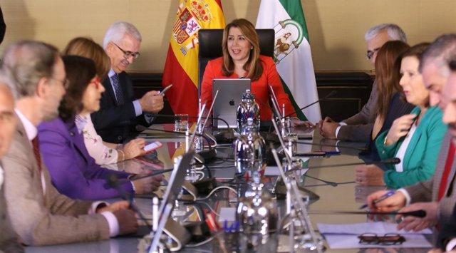 Susana Díaz preside el Consejo extraordinario que aprueba Medallas de Andalucía