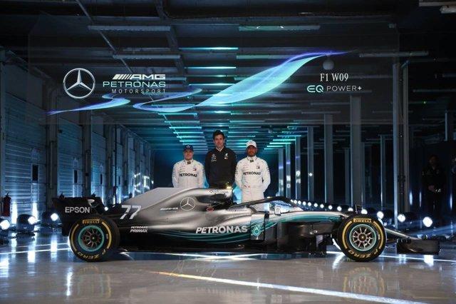 Bottas, Wolff y Hamilton presentan el nuevo Mercedes W09
