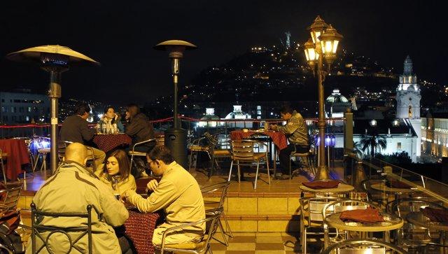 Ecuador calidad de vida gente noche Quito