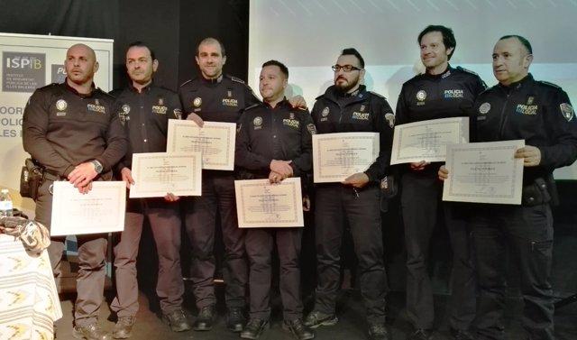 Los Policías Tutor distinguidos con un diploma