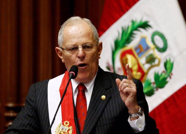 FILE PHOTO: Peru's President Pedro Pablo Kuczynski gestures while addressing the
