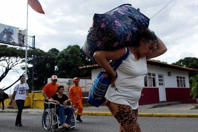 Venezolanos cruzan la frontera