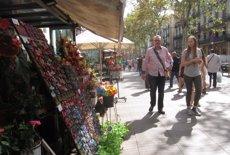 Barcelona preveu ampliar les zones que prohibeixen l'obertura de més botigues de souvenirs (Europa Press)
