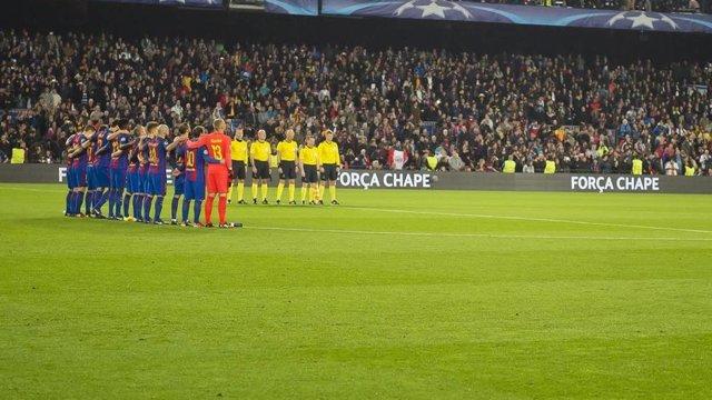 El FC Barcelona guarda un minuto de silencio por el Chapecoense
