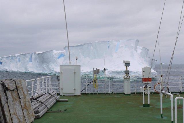 Vista del océano antártico a bordo del RV Polarstern