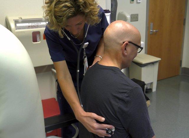 Vínvulo entre altas dosis de vitamina B y el cáncer de pulmón