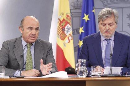 """Méndez de Vigo no desvela cuándo se hará el relevo de De Guindos, al que va a echar """"mucho de menos"""""""