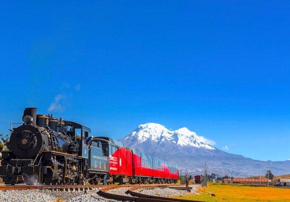 El Tren Crucero delante del volcán Chimborazo
