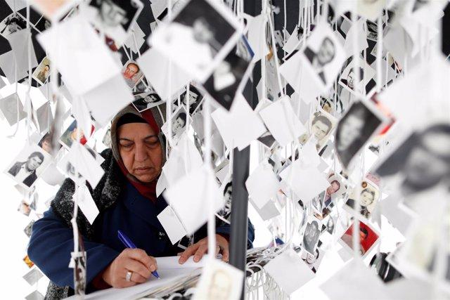 Una víctima de la guerra de Bosnia aguarda la sentencia contra Ratko Mladic