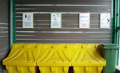 Junta mejora la gestión de residuos peligrosos procedentes de la flota pesquera en siete puertos de Cádiz