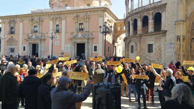 Protesta en la plaza de la Virgen