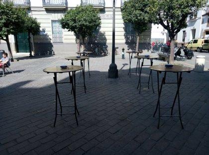 Denunciados dos bares del casco antiguo de Sevilla por incumplir la normativa de veladores