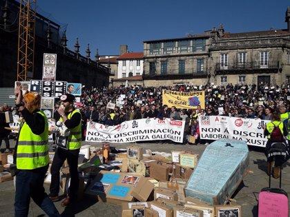 """Casi 2.000 trabajadores de justicia reclaman en Santiago """"igualdad"""" laboral y salarial"""