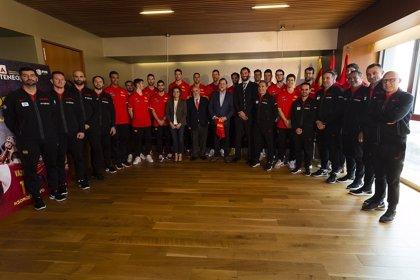 Rajoy visita a la selección antes de su partido ante Montenegro