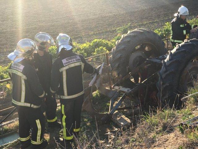 Un hombre de 91 años ha fallecido este sábado aplastado por su tractor