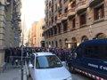 LOS MOSSOS CORTAN LA VIA LAIETANA DE BARCELONA ANTE LAS PROTESTAS DE LOS CDR CONTRA EL REY