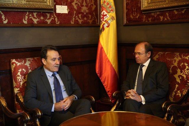 Pío García-Escudero se entrevista con el nuevo Embajador de Cuba en España