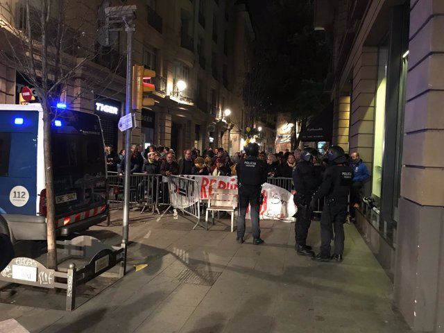 Concentración de los CDR por la presencia del Rey en Barcelona
