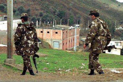 El Ejército de Argelia detiene a un presunto terrorista y se incauta explosivos en el noreste del país
