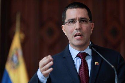 """Venezuela acusa al ministro de Exteriores de Chile de """"torpedear y burlarse"""" del proceso de diálogo"""