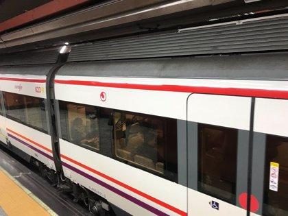 Un tren de la C-3 de Cercanías lleno de pasajeros se queda parado en Atocha durante cerca de una hora por una avería
