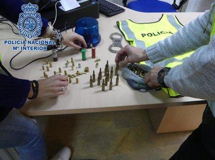 Detenido un joven acusado de amenazar a su madre con una pistola en Algeciras