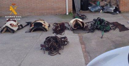 Tres detenidos por el robo de aperos para caballos valorados en más de 73.000 euros en una finca de Mijas
