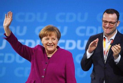 Merkel llama a su partido a votar a favor del gobierno de coalición con los socialdemócratas