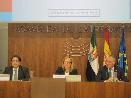 La Asamblea de Extremadura celebra el 35 aniversario del Estatuto de Autonomía con su edición adaptada a lectura fácil