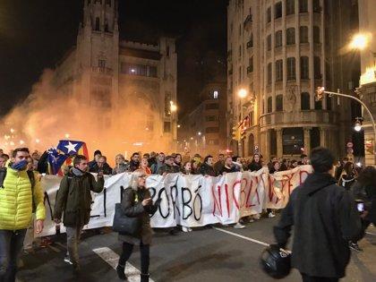 PDeCAT y CUP piden explicaciones por la actuación de la Urbana en la protesta contra el Rey