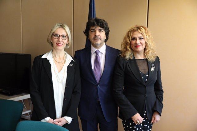 Beatriz Becerra, Mario Garcés y Pilar Jurado en un acto en Madrid