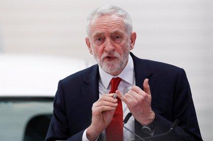 Corbyn marca distancias con May y reclama la permanencia en la unión aduanera tras el Brexit