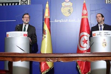 Rajoy apoya el esfuerzo democratizador del Gobierno de Túnez y anima a las empresas españolas a invertir