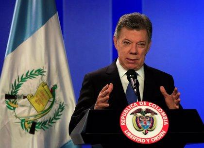 """Santos se compromete a """"estudiar bien"""" la oferta del ELN para decidir sobre la reanudación del diálogo de paz"""