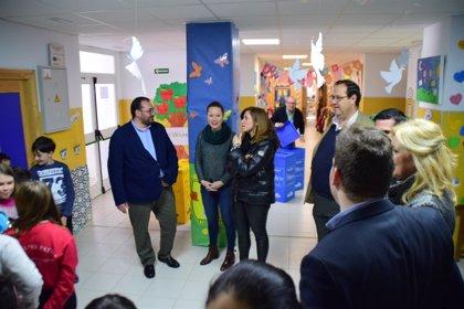 Cerca de un centenar de centros educativos de Granada recibirán contenedores de reciclaje