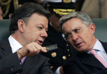 """Santos aconseja a Uribe que """"respete a la Justicia"""" a raíz de la investigación por manipulación de testigos"""
